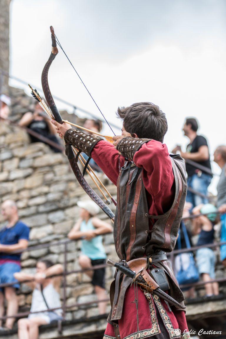 Spectacle d'archers au château de Peyrelade