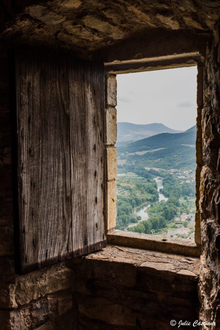 Vue sur la vallée depuis le château de Peyrelade